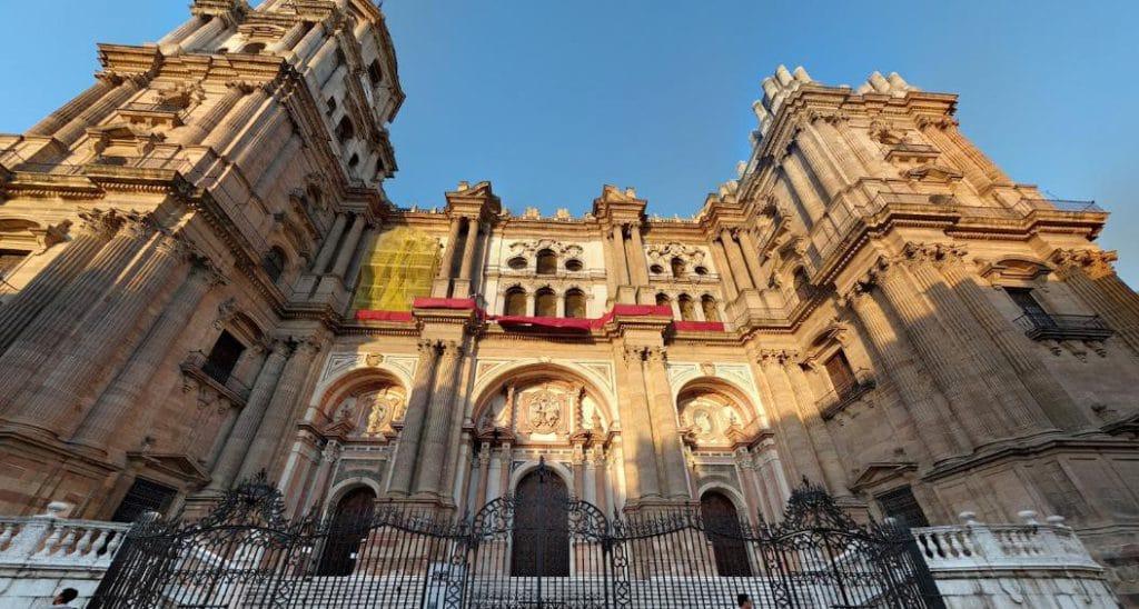 Iglésia de Santiago de Rent a car Málaga