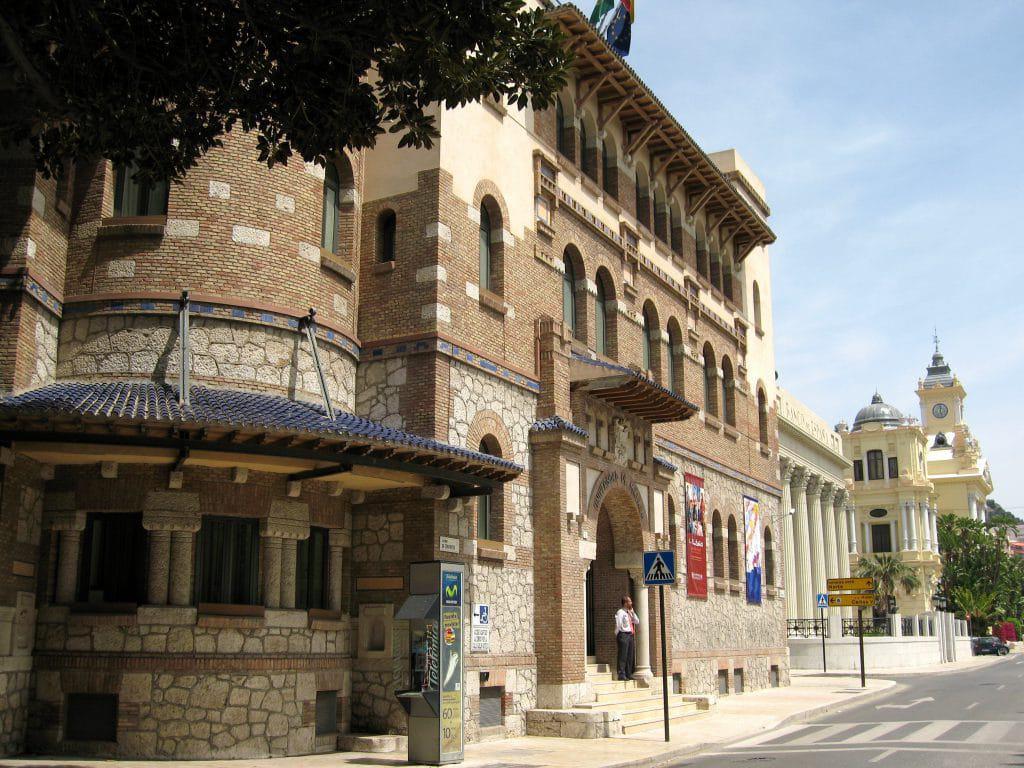 Edificio rectorado Malaga rent a car Malaga