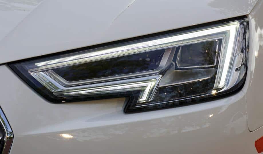 Faros delanteros Prueba Audi A4 por car hire Málaga airport