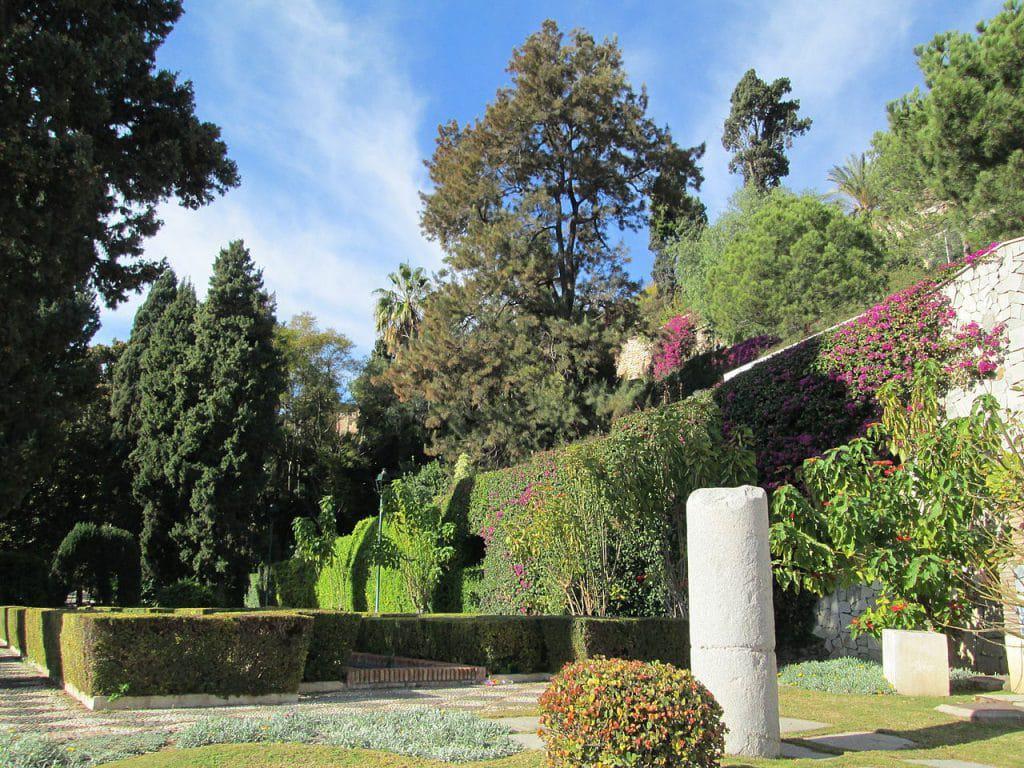 Jardines de la puerta oscura rent a car Malaga