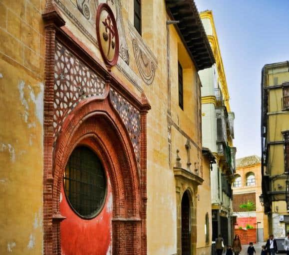 Puerta parroquia Santiago Car Hire Málaga
