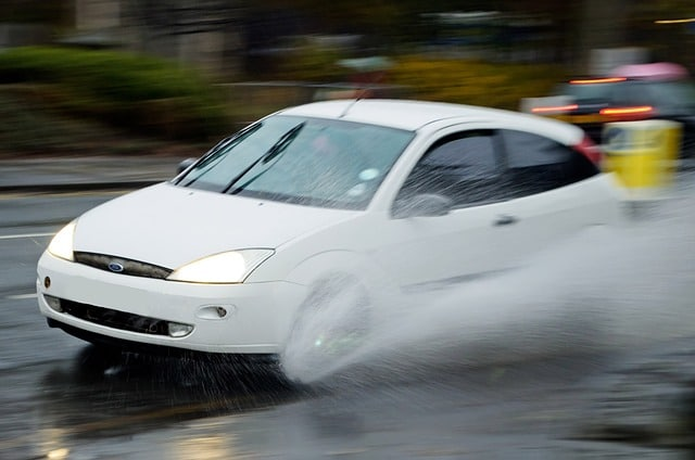 aquaplaning con lluvia car hire malaga airport