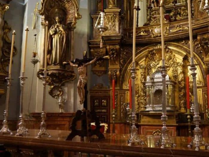 Figuras y santos Parroquia de los Santos Mártires interior rent a car Malaga