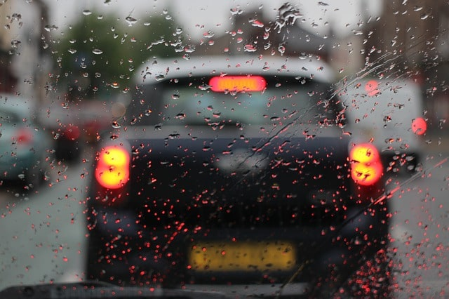 luces cruce con lluvia car hire malaga airport