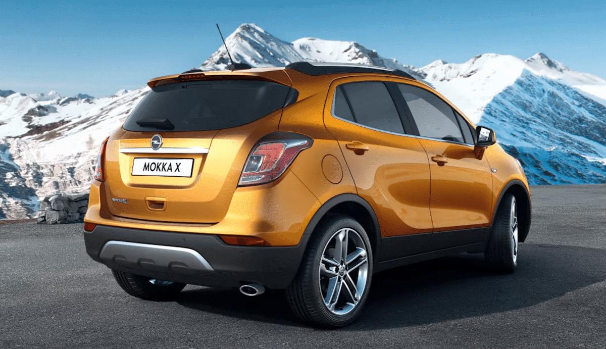 Opel Mokka detras Fetajo rent a car