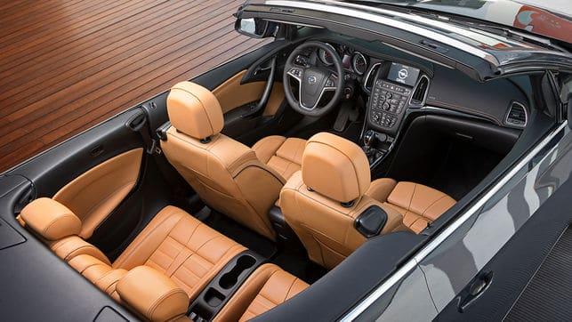 Interior Asientos Opel Astra cabrio rent a car Malaga frontal