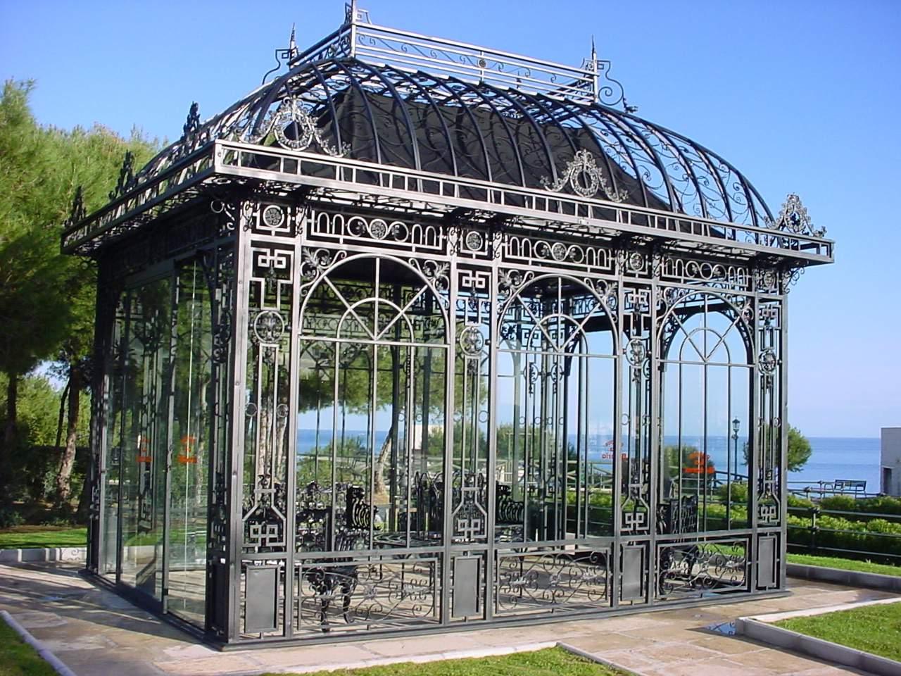 Pavillion_in_Parque_de_Bateria,_Torremolinos
